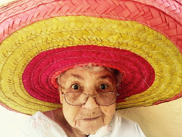 sombrero a stará žena