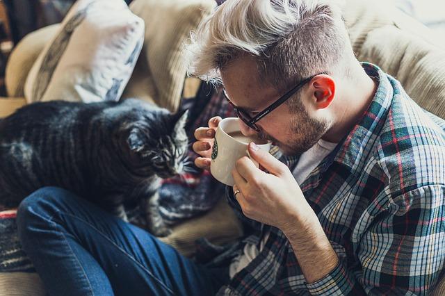 muž s kočkou