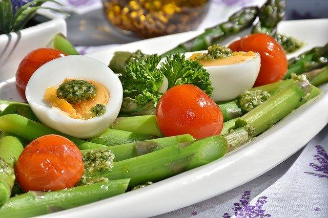 dietní jídlo s chřestem