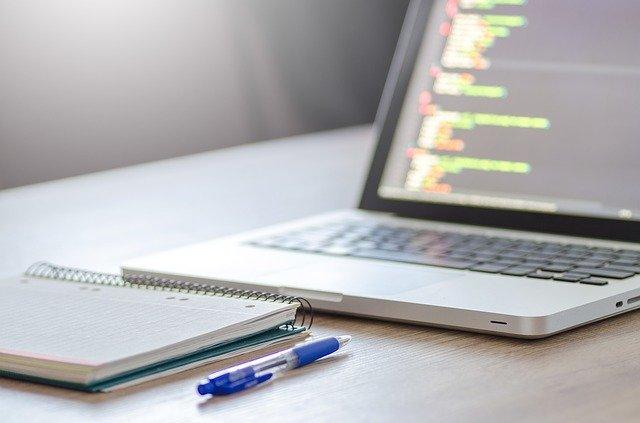 notebook, nějaké stránky s kódem.jpg